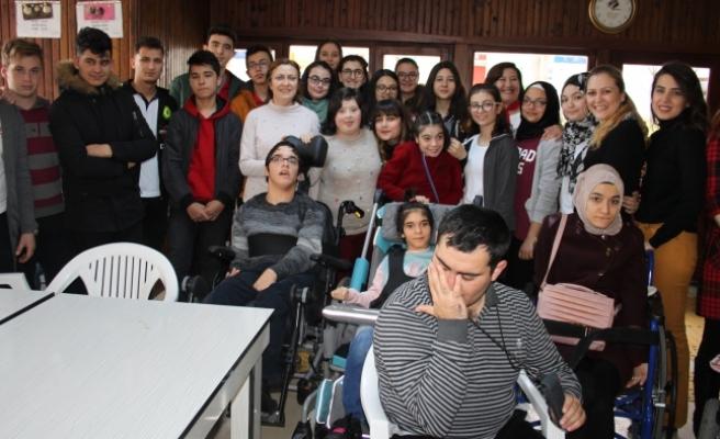 Öğrencilerden Gönülgözü Evine Ziyaret