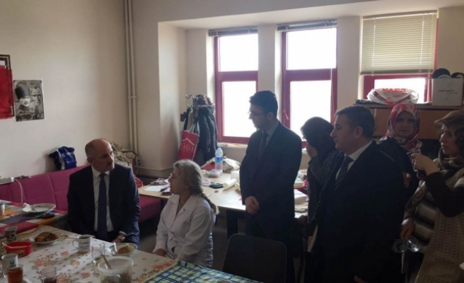 Vali Fahri Meral Piri Reis Kültür Merkezini Gezerek İncelemelerde Bulundu