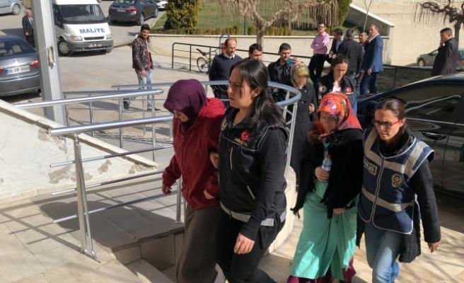 FETÖ'nün Mahrem Kadın İmamları Tutuklandı
