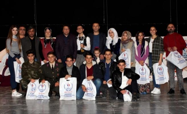 Gençler Arası Şiir Okuma Ve Tiyatro Yarışmaları Sona Erdi