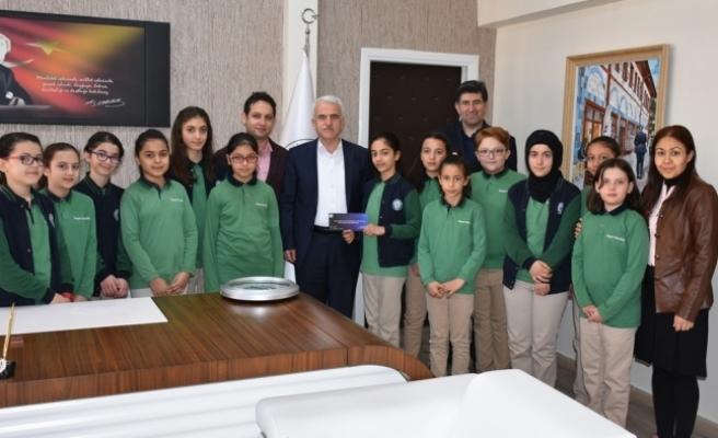 İyilik Kulübü Öğrencileri Kuntoğlu'na Çalışmalarını Anlattı