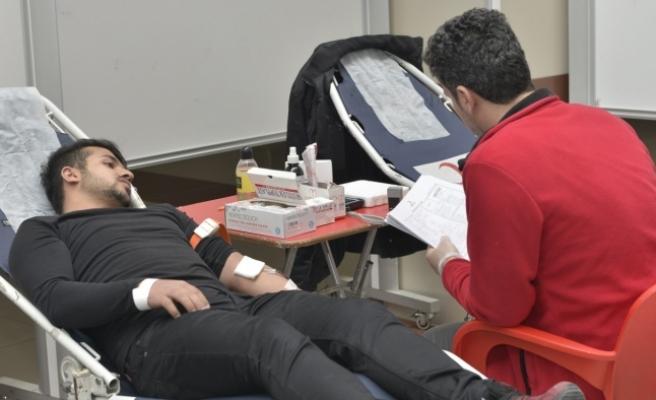 KMÜ Öğrencilerinden Kan Bağışı