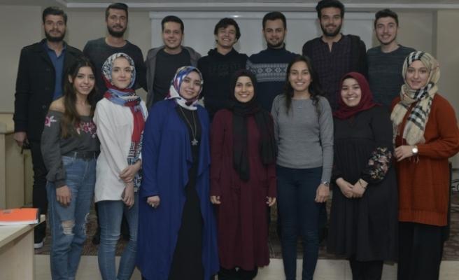 Öğrenciler Sosyal Medya Konusunu Tartıştı