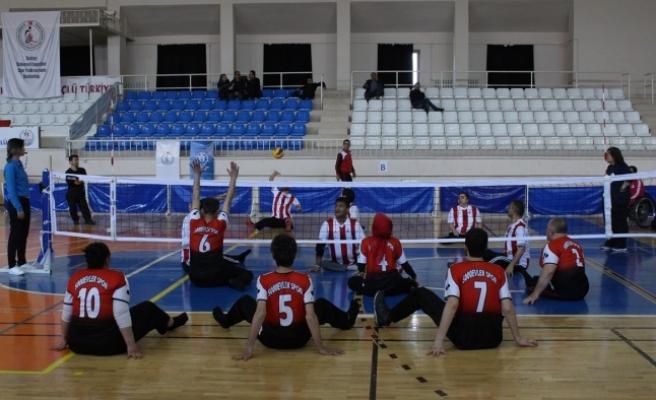 Oturarak Voleybol 1.Lig 2. Etap Müsabakaları Karaman'da Başladı