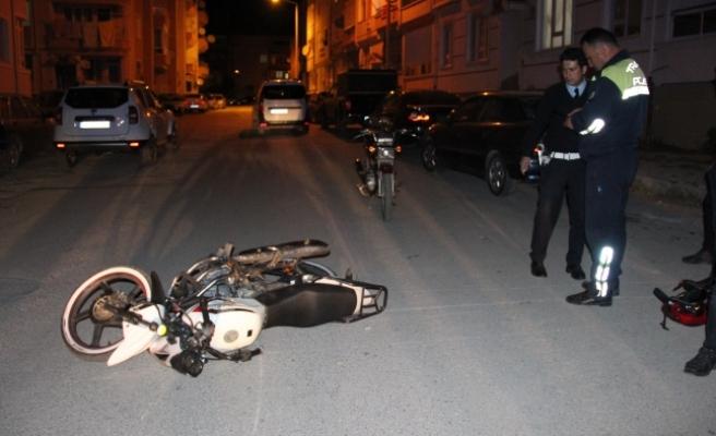 Çarptığı Motosikleti Otomobilinin Altında 500 Metre Sürükleyerek Kaçtı
