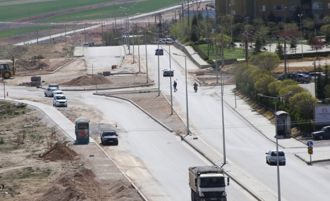 Elmaşehir Mahallesi'nde Dönel Kavşak Ve Bölünmüş Yol Çalışması