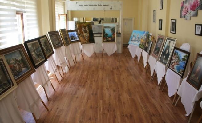 Mümine Hatun Kültür Merkezi Yıl Sonu Karma Sergisi Açtı