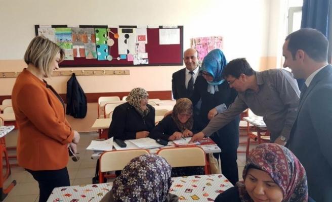 Zehra Meral'den Okuma – Yazma Kurslarına Ziyaret