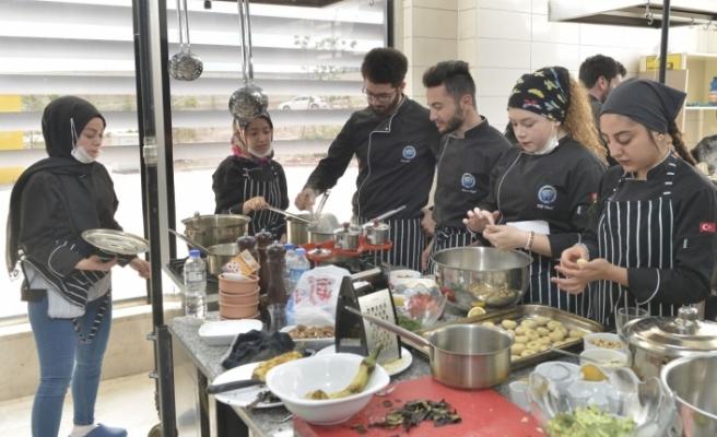 Aşçılık Bölümü Öğrencilerinden Final Sınavında Görsel Şölen
