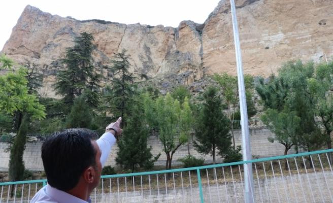 Ermenek İlçesi'nde Kaya Düşmesi