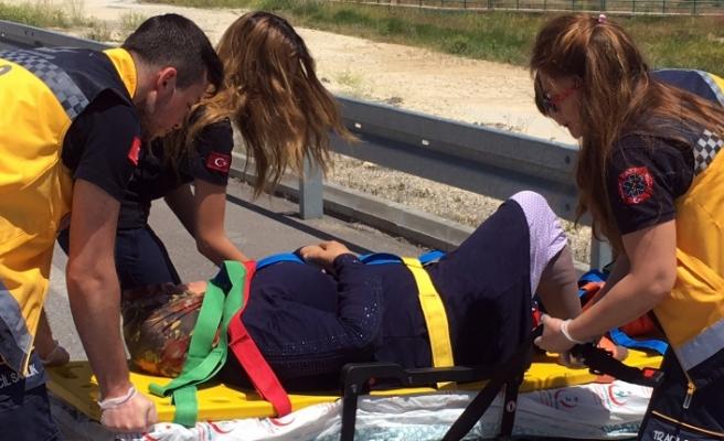 Etek Zincire Takılınca Motosiklet Yola Savruldu: 1 Yaralı