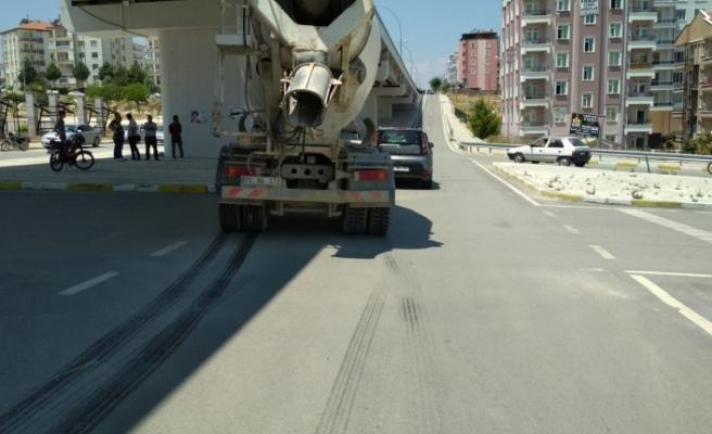 Beton Mikseri İle Otomobil Çarpıştı: 1 Yaralı