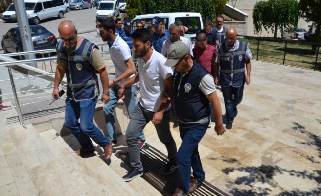 Çeşitli Suçlardan Aranan 20 Kişiden 10'u Tutuklandı