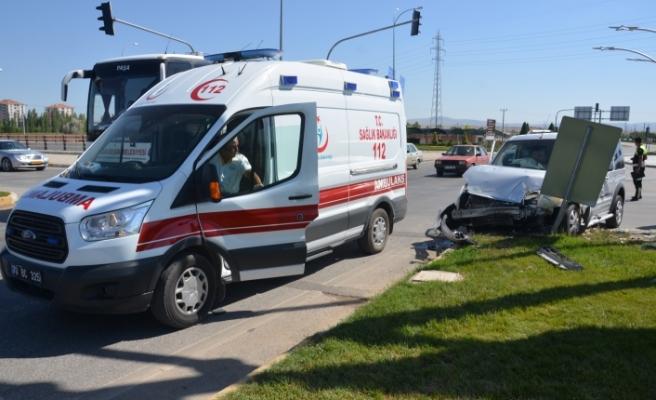 Otogar Kavşağındaki Kazada 2 Kişi Yaralandı
