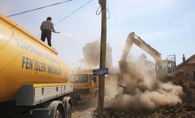 Belediye Metruk Binalara El Attı