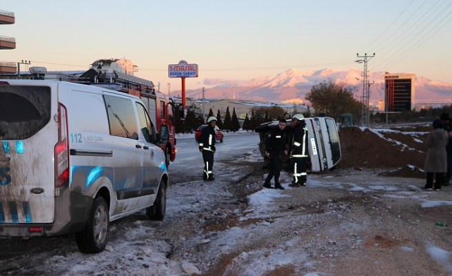 Minibüs Yayaya Çarptı: 1 Yaralı