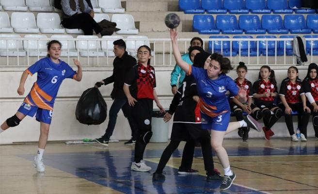 17 İlden 384 Sporcunun Yarıştığı Analig Hentbol'un Final Takımları Belli Oldu