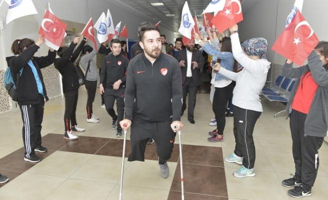 Türkiye Ampute Futbol Milli Takımı Sporcuları Öğrencilerle Buluştu