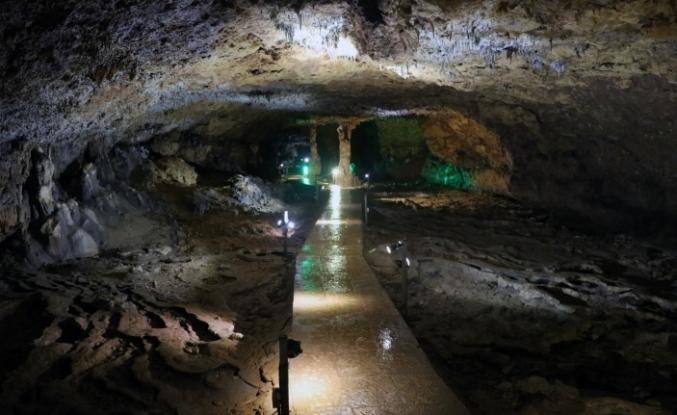 İncesu Mağarası Ziyaretçilerini Büyülüyor