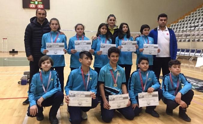 Analig Badminton Takımı Çeyrek Finalde