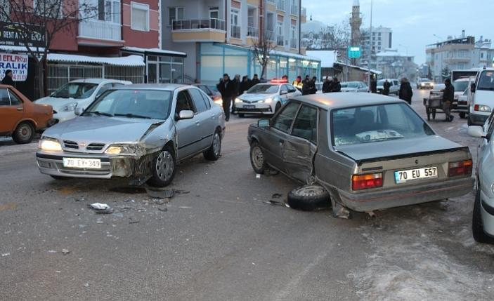Otomobiller Çarpıştı: 2 Çocuk Yaralandı