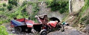 Uçuruma Yuvarlanan Kamyonun Sürücüsü Öldü