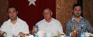 Simsek Bisküvi'den Iftar Yemegi