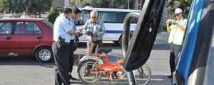 Motosiklet Kazasinda Sürücü Kask Sayesinde Ölümden Döndü