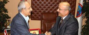 CHP Lideri Kiliçdaroglu`ndan Baskan Samur`a Ziyaret