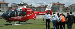 Ambulans Helikopter Balkondan Düsen Polis Için Havalandi