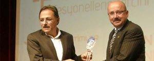 Baskan Samur'a Yilin Ilçe Belediye Baskani Ödülü
