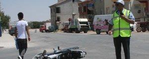 Kagit Toplama Kamyonu Motosiklete Çarpti: 2 Yarali