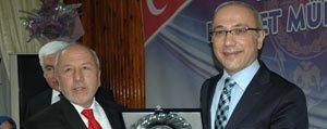 Karaman Il Genel Meclisinden Bakan Elvan'a Plaket