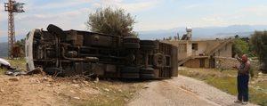 Mut'ta Bisküvi Yüklü Kamyon Devrildi: 1 Yarali