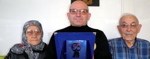 Mehmet Aydogdu'ya Sükran Plaketi