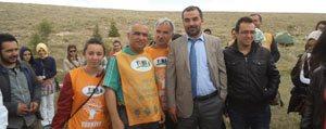 Doç.Dr. Mehmet Alagöz ve Ögrencileri Badem Fidani Dikti