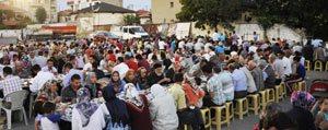 Ramazan'in Ilk Iftar Sofrasi Bugün Tapucak Meydani'na Kuruluyor