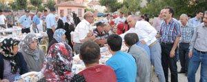 Karaman Belediyesi Mehmet Bey Mahallesi`nde Iftar Sofrasi Kurdu