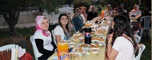 Vildan Koca'dan Sevgi Evlerinde Kalan Çocuklara Iftar