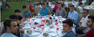 Göçmen Makina'dan Iftar Yemegi
