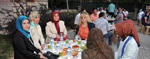 Hanimefendi Vildan Koca KARYURTDER'in Iftar Yemegine Katildi