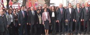 CHP, Cumhuriyet Bayramini Çelenk Koyup Kutladi