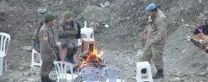 Ermenek`te Nöbet Tutan Güvenlik Güçleri Ates Yakarak Isiniyor