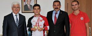 Vali Murat Koca Basarili Sporculari Ödüllendirdi