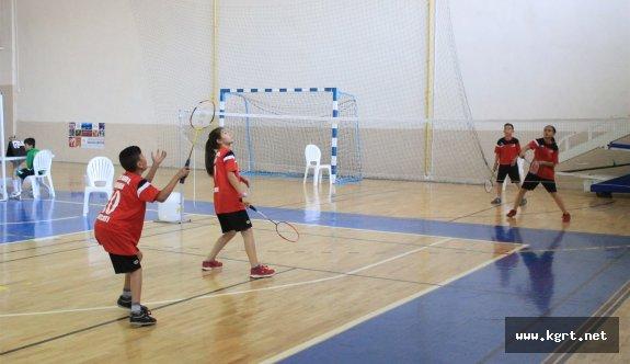 15 Yaş Altı Ferdi Badminton Müsabakaları Sona Erdi