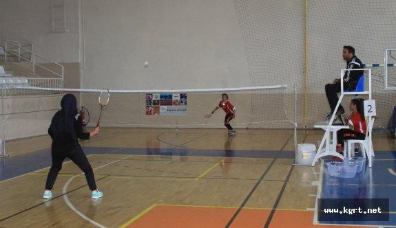 17 Yaş Altı Ferdi Badminton Müsabakaları Sona Erdi