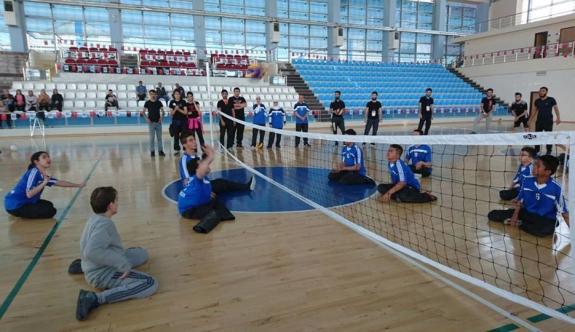Oturarak Voleybol Takımı Gösteri Maçı Yaptı