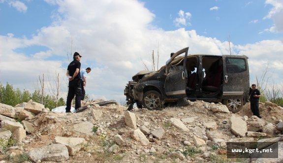 Hafif Ticari Araç Hafriyat Yığınına Çarpıp Takla Attı: 1 Ölü