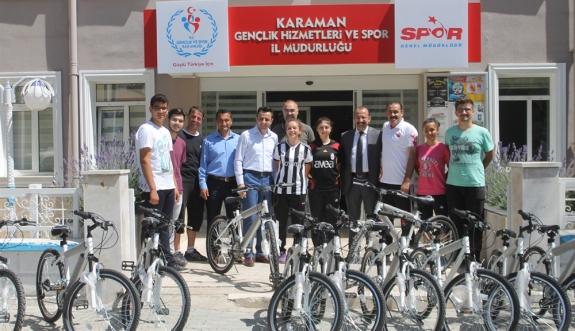 Halk Sağlığı Müdürlüğü'nden Başarılı Sporculara Bisiklet