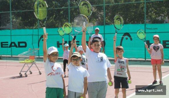 Karaman'lı Minikler Tenisle Tanıştı